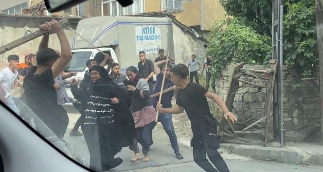 Beyoğlu'nda kız kaçırma kavgası meydan muharebesine dönüştü: O anlar kamerada