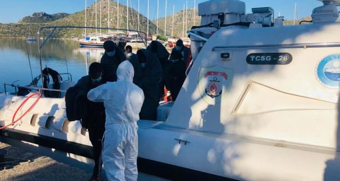 Ölüme terk edilen 11 düzensiz göçmen kurtarıldı
