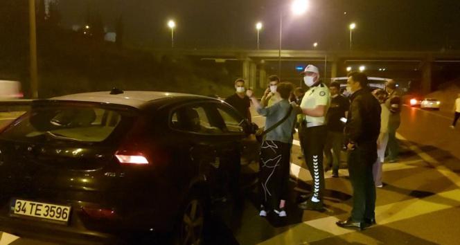 Ataşehir TEM bağlantı yolunda 3 araç zincirleme kaza yaptı