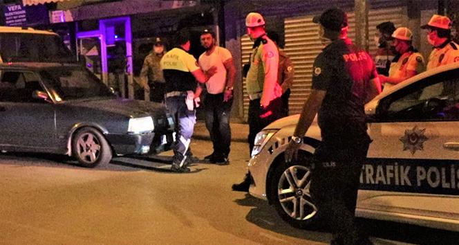 """Ehliyetsiz sürücü 'dur' ihtarına uymadı, yakalanınca """"eve yetişiyordum"""" dedi"""