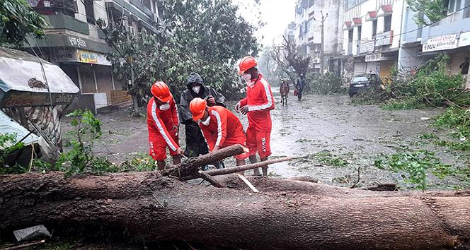 Hindistan'ı Tauktae fırtınası vurdu: 20 ölü