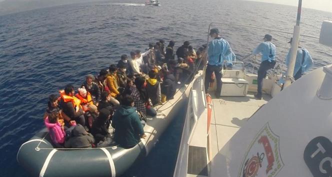 Çanakkale açıklarında 55 düzensiz göçmen kurtarıldı