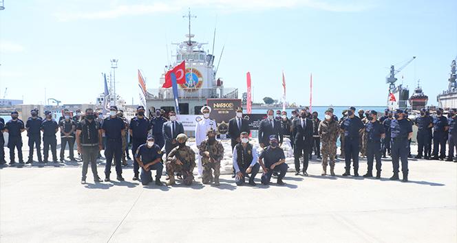 Uyuşturucu kaçakçıları, yakalanmamak için 1,5 ton uyuşturucuyu denize atmış
