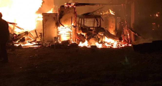 Yozgat'ta çıkan yangında bir ev, traktör ve araç kullanılamaz hale geldi