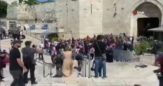 İsrail güçlerinden Filistinlilere Şam Kapısı'nda plastik mermili müdahale