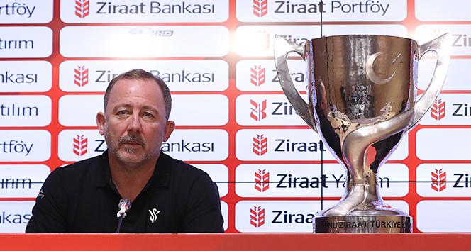 Sergen Yalçın: 'Beş günde iki kupa kazanmak çok önemli'