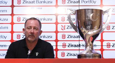 Sergen Yalçın: Beş günde iki kupa kazanmak çok önemli