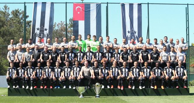 Şampiyon Beşiktaş poster çekimi yaptı