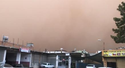 Suriyeden gelen toz bulutu Şanlıurfayı esir aldı