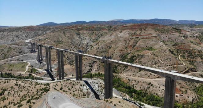 Türkiye'nin en yüksek ayaklı viyadüğü Konya-Alanya arasını 2 saat 15 dakikaya indirecek