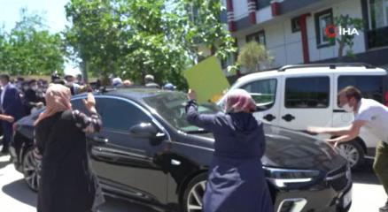Eyüpsultanda İBB Başkanı Ekrem İmamoğlunu protesto ettiler
