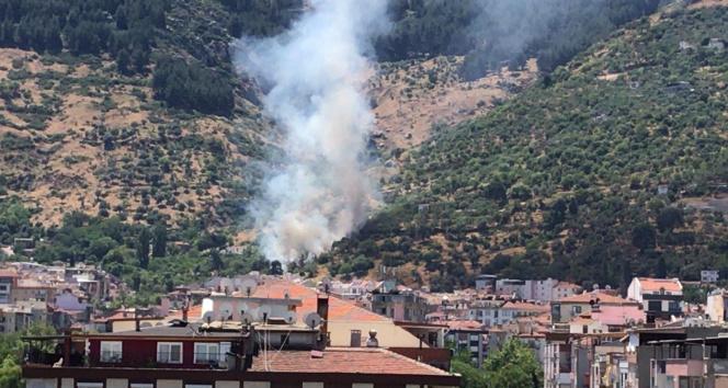 Spil Dağı'nda çıkan yangın korkuttu