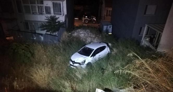 İzmir'de boş araziye uçan otomobilin sesini duyan vatandaşlar: