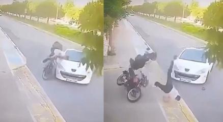 Pendikte ilginç kaza: Motosiklet sürücüsü metrelerce havaya uçtu