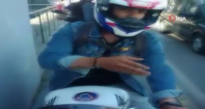 Kaldırımda yaya ile motosikletli arasında yol verme tartışması