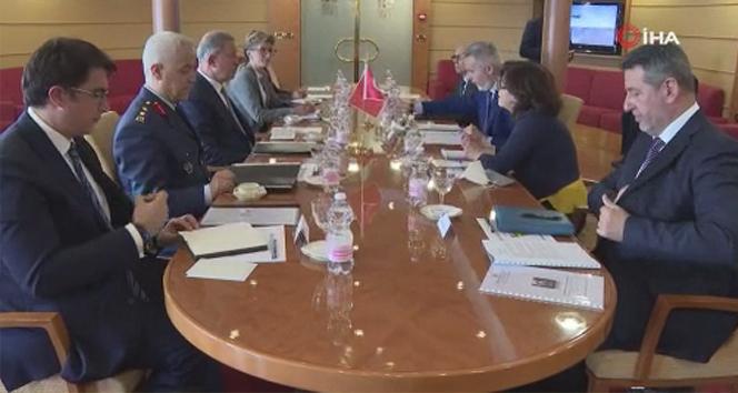 Bakan Akar, İtalya ve İngiltere Savunma Bakanları ile Sicilya'daki üçlü toplantıda bir araya geldi