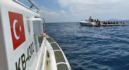 Muğlada 107 düzensiz göçmen ve 4 göçmen kaçakçısı yakalandı