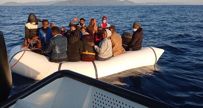İzmir açıklarında 35 düzensiz göçmen kurtarıldı