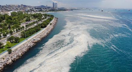 Kartal Sahilindeki müsilaj yoğunluğu havadan görüntülendi