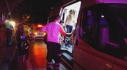 Motosiklet kaldırıma çarptı: 2 yaralı