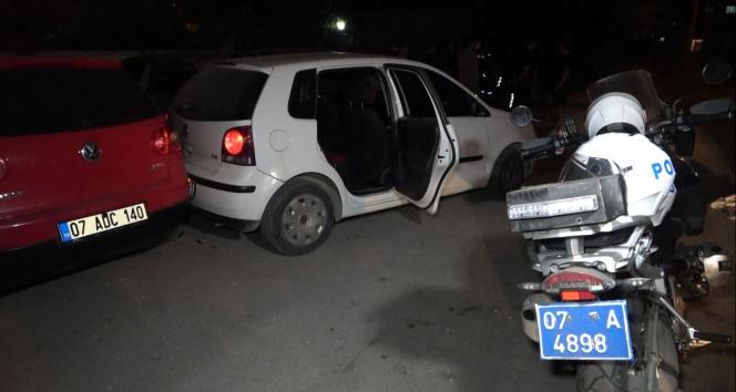 Kısıtlama saatinde polisi peşine taktı: 2 araca çarpıp yakalandı