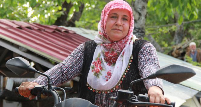 O, tozlu topraklı köy yollarının ATV'li Seher ablası