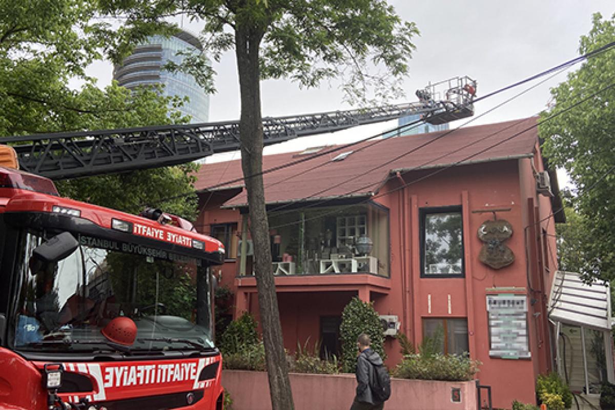 Beşiktaş'ta yangın paniği