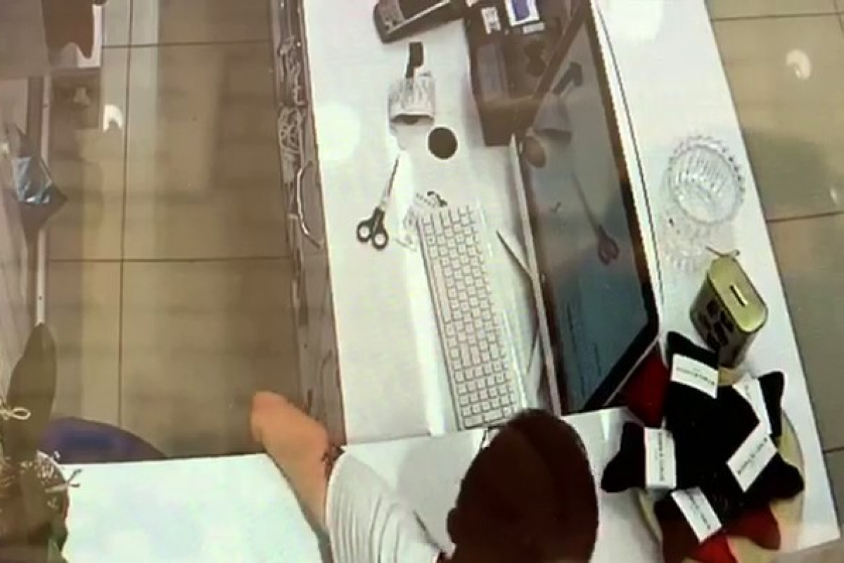 Aynı mağazadan ikinci kez telefonlar çalındı