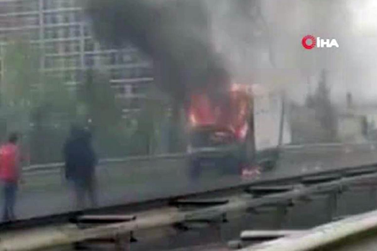 TEM'de korku dolu anlar! Seyir halindeki kamyonette yangın çıktı