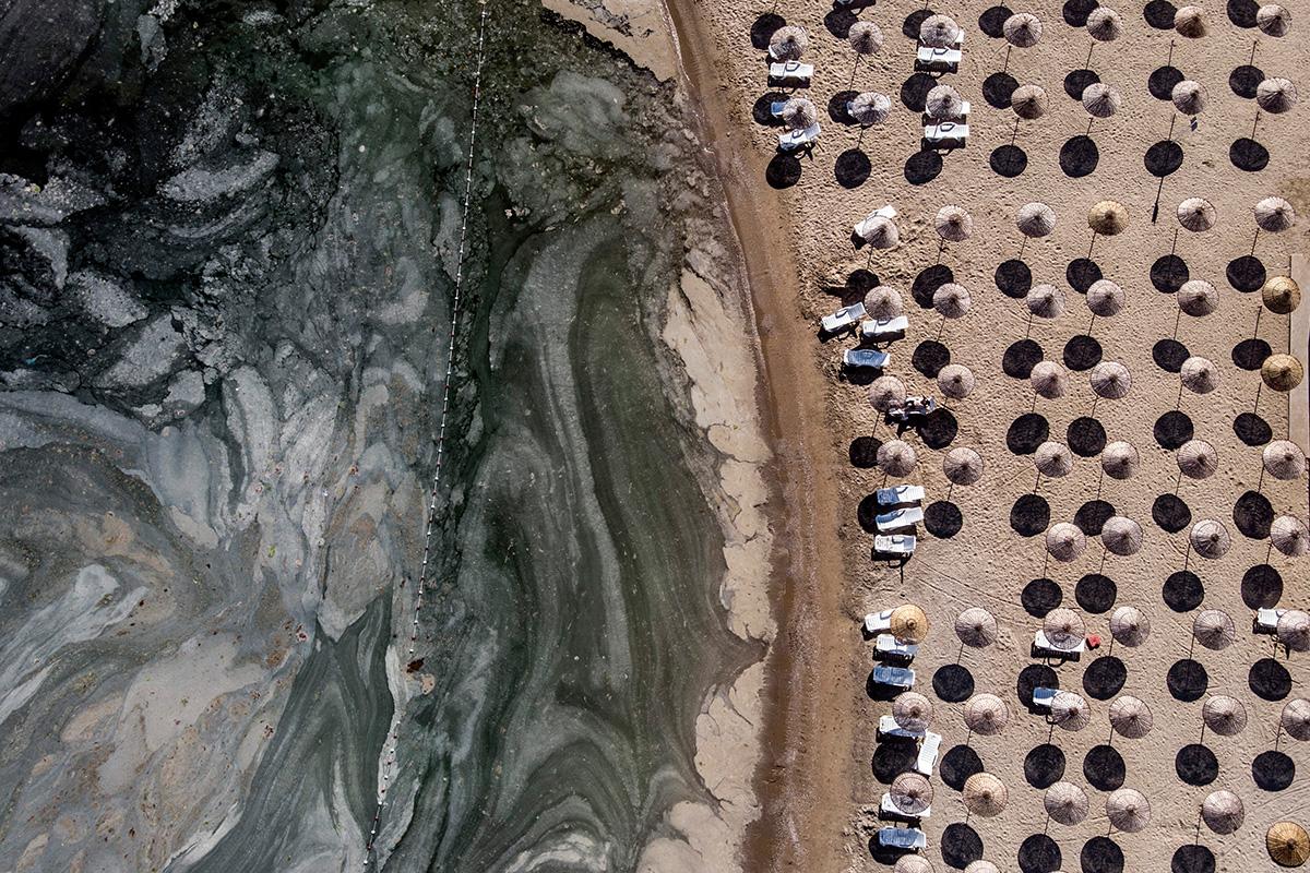 İstanbul'un sahillerindeki musilaj istilasının son hali görüntülendi