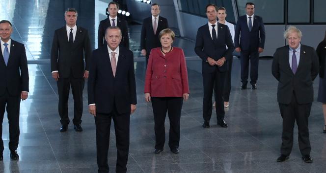 Cumhurbaşkanı Erdoğan, NATO Liderler Zirvesinde aile fotoğrafı çekildi