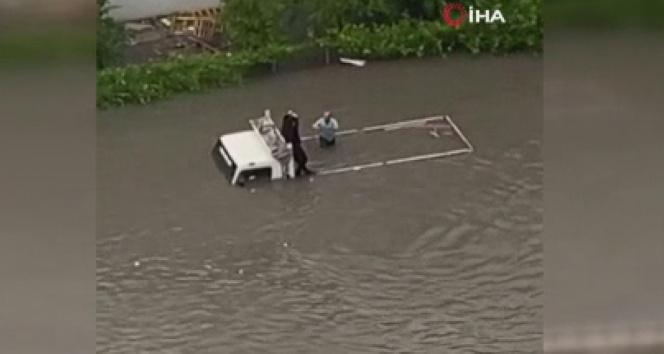 Başkentte sel sonrası araçlar su altında kaldı