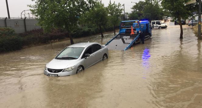 Ankarada sağanak, sele neden oldu