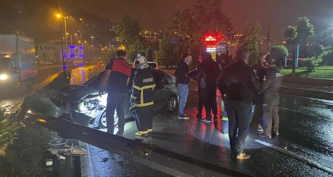 Yağmurda kayganlaşan yol kazaya neden oldu: 2 yaralı