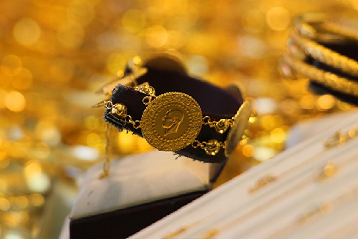Çeyrek altın 831 lira oldu