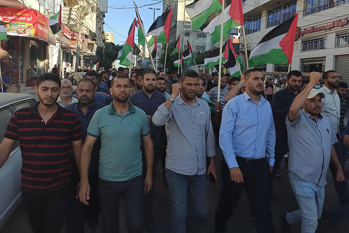 Gazze'de binlerce kişi Kudüs'teki 'bayrak yürüyüşünü' protesto etti