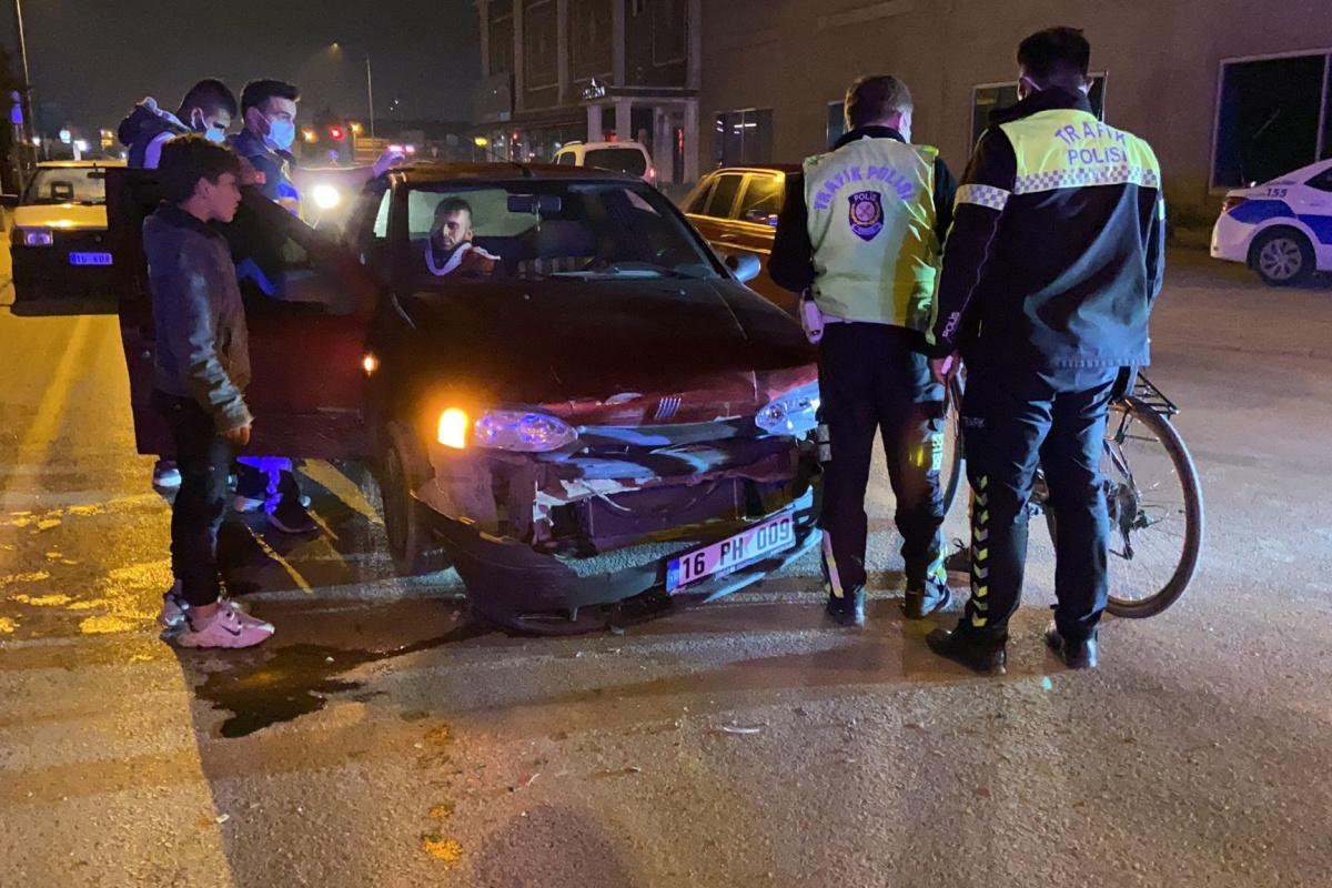 Bursa'da iki otomobil çarpıştı: 3 yaralı