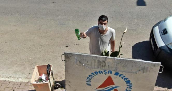 Çöp toplayarak KPSSde Türkiye 25incisi olan gence dolandırıcı şoku