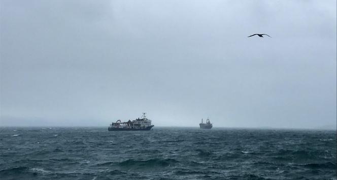 Kartalda kuvvetli rüzgar nedeniyle Panama bayraklı kargo gemisi sürüklendi