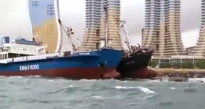 Kartal Sahilinde halatı kopan gemi başka bir gemiye yaslandı