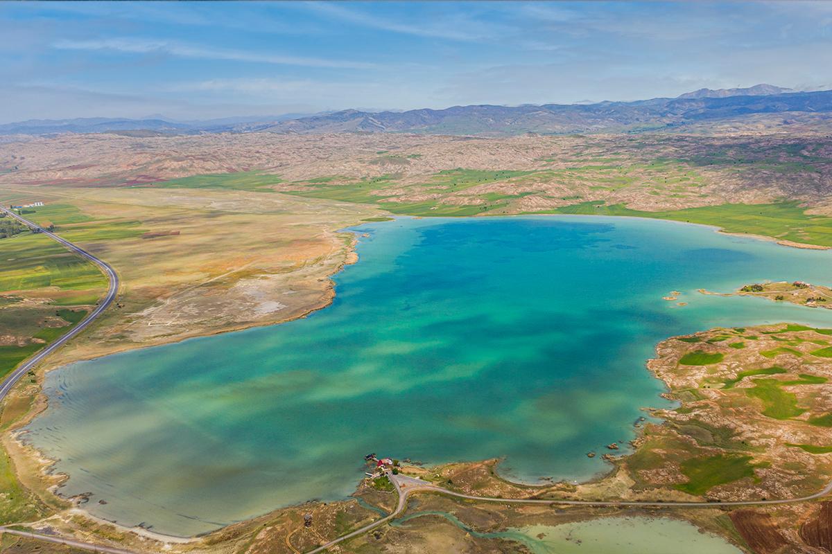 Bozkırın ortasındaki göl her yönüyle dikkat çekiyor