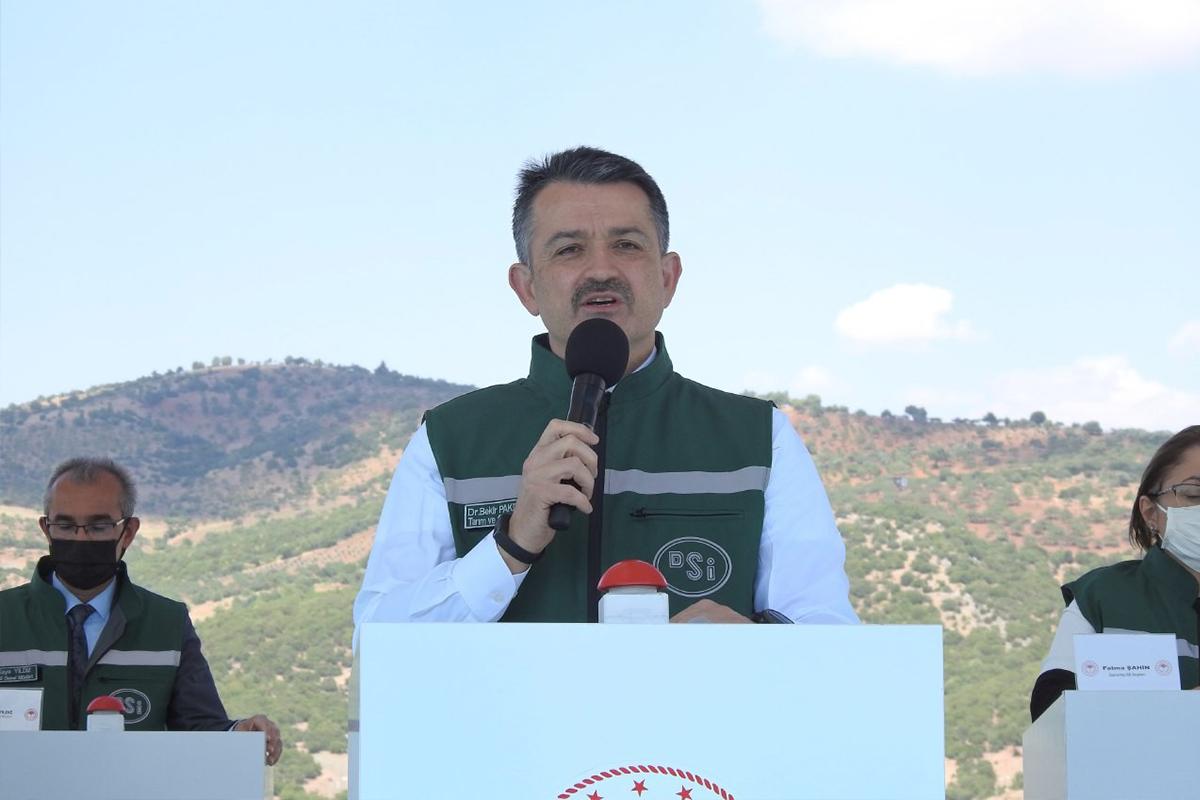 Bakan Pakdemirli: 'Kırıkhan ve Fethiye'de yangın kontrol altına alındı'