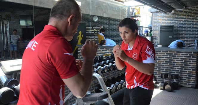 Dünya şampiyonu boksör Busenez, Tokyo Olimpiyatlarına Orduda hazırlanıyor
