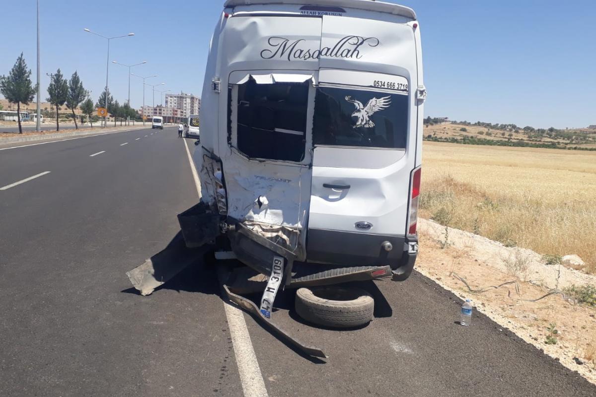 Mardin'de pikap öğretmen servisi ile çarpıştı: 7'si öğretmen 9 yaralı