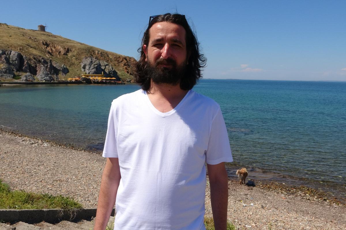 Bozcaada'da alıkonulan gazeteci o anları İHA'ya anlattı