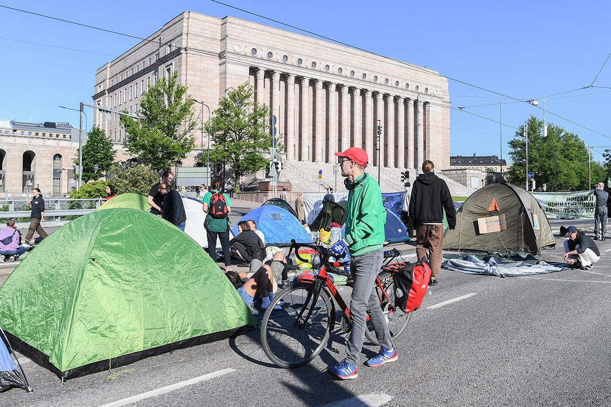 Finlandiya'da iklim protestosu: başkentin en işlek caddesi trafiğe kapatıldı