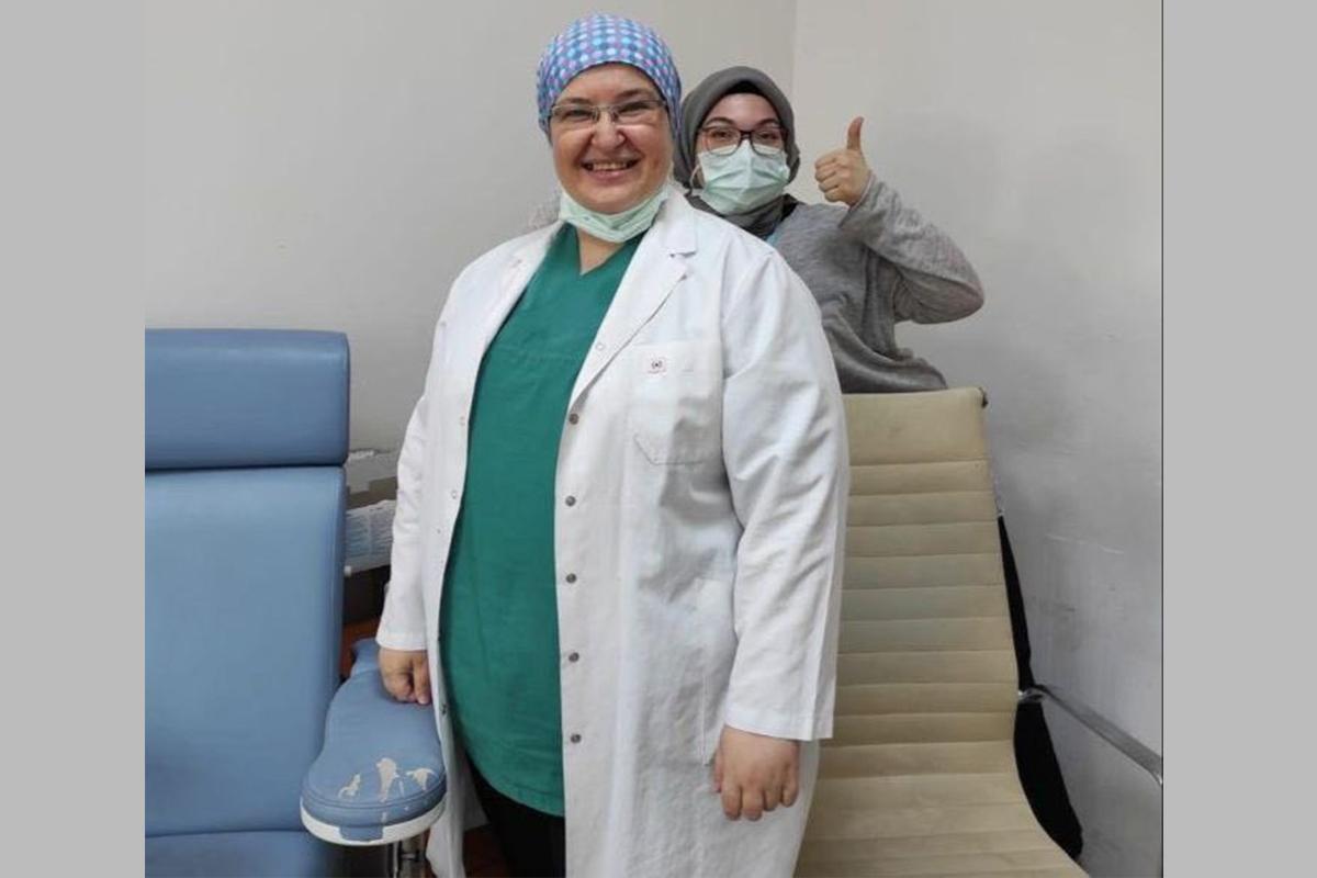 Bakan Koca, 40 milyonuncu aşıyı yapan doktoru paylaştı