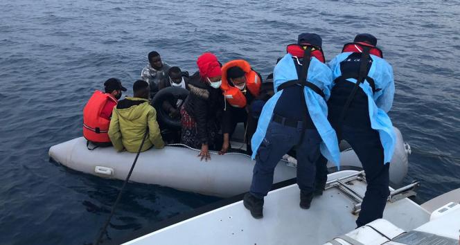 İzmirde Sahil Güvenlikten kaçak göçmen operasyonları