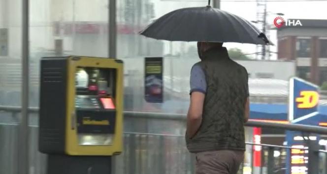 İstanbulda sağanak yağış etkili oluyor