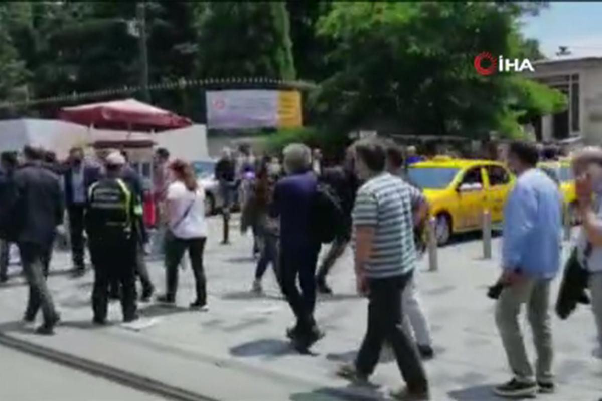 Galatasaray'da seçim kuyruğu İstiklal Caddesi'ne taştı